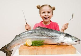 children eat fish